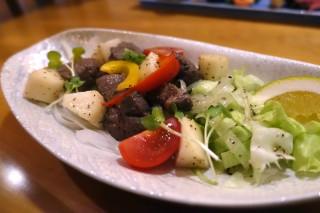 牛肉と山芋のサイコロ焼き
