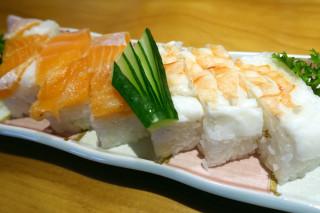 サーモンと海老の押し鮨